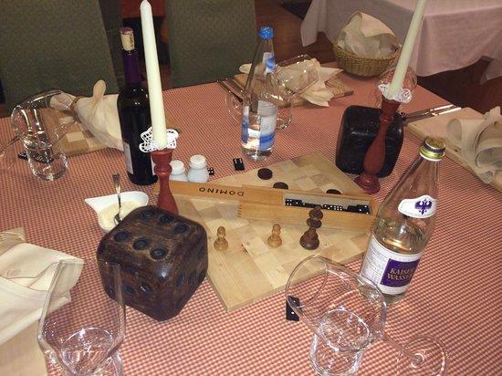 Hotel Olympia: gli arredi in tavola 2