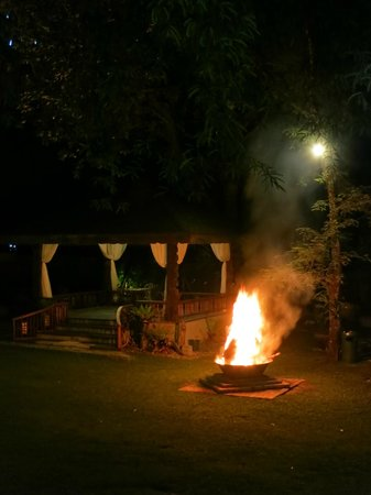 Sophia's Garden Resort : Every night there was a bonfire