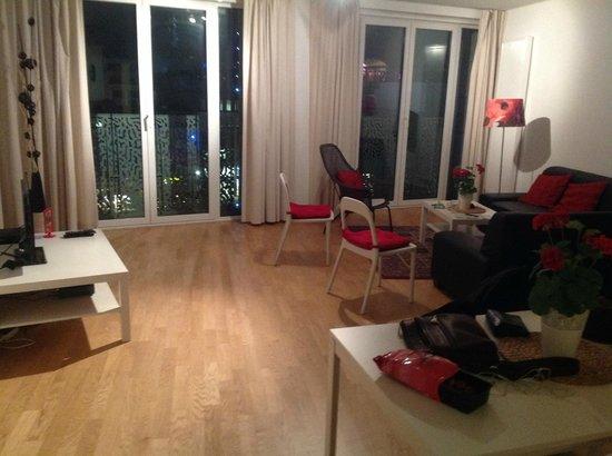 The Opera Residence : Large sitting/dining area