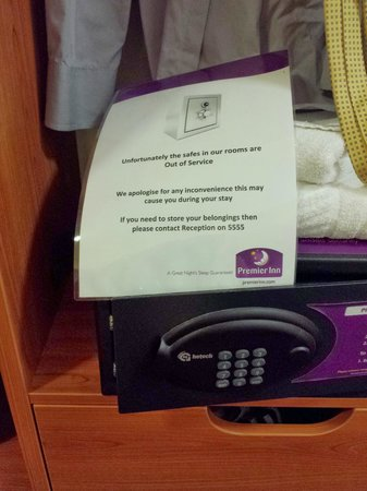 Premier Inn London County Hall Hotel: out of order safe