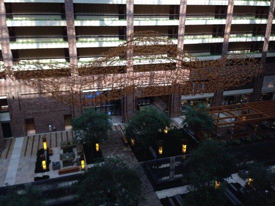 Hilton Anatole: Tranquil atrium