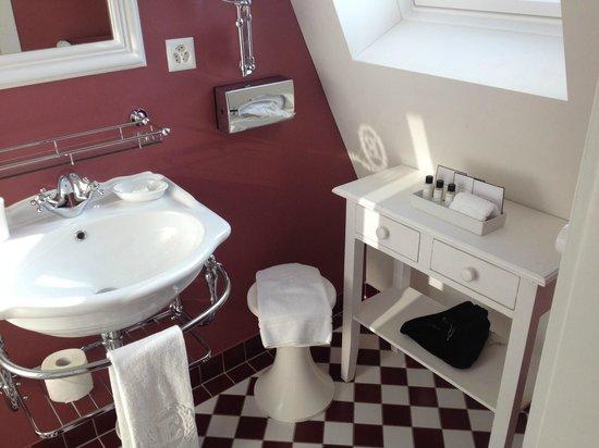 Romantik Hotel Europe : badezimmer mit dusche