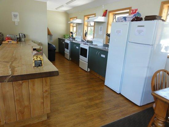 Aoraki Mount Cook Alpine Lodge: 2階にある共用のキッチンです