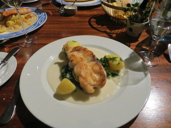 Fischmarkt: морской черт со шпинатом