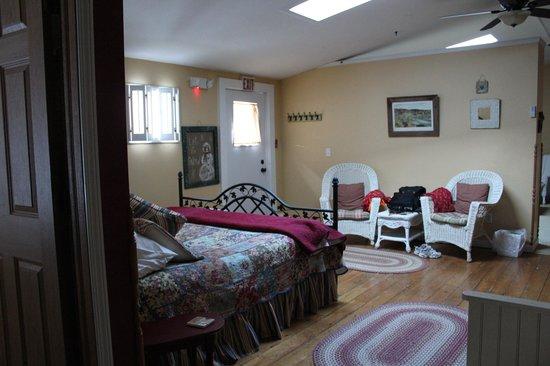 Farmers Guest House: Entering Charlotte Suite