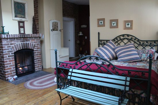 Farmers Guest House: The Warmth of the Fireplace