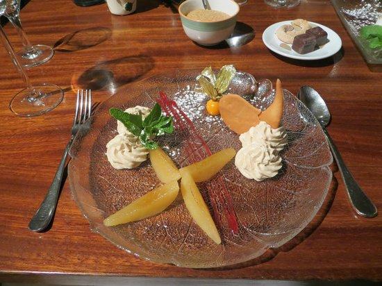 Fischmarkt: груша в карамельном соусе