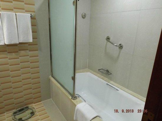 Holiday Inn Downtown Dubai : ванная
