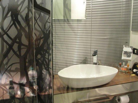 Hotel Bogota 100: glass bathroom