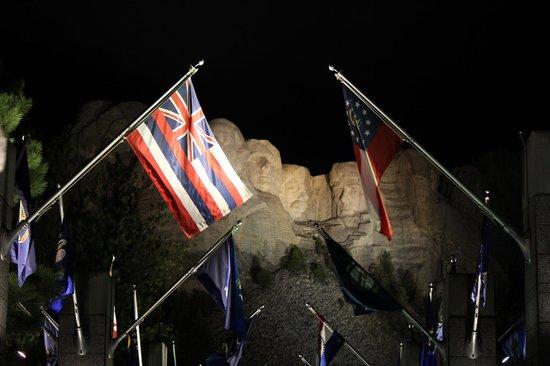 Mount Rushmore National Memorial: Mount Rushmore di notte