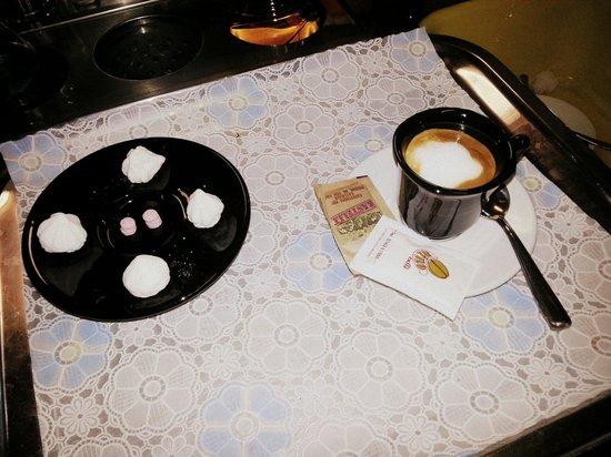 Nuova Osteria Dei Cacciatori : Il nostro caffè con piccola pasticceria <3