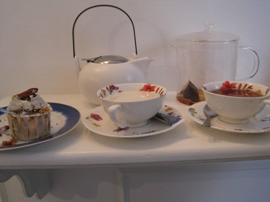 Julia Bakery Málaga: пьем чай в красивой посуде