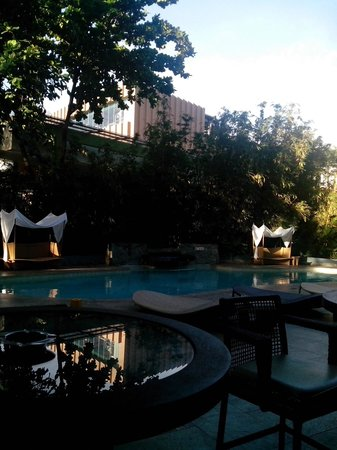 Cebu City Marriott Hotel: pool side @marriotcebu