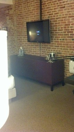 21c Museum Hotel Louisville: Loved the brick walls
