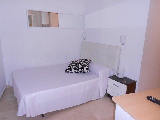 Apartamentos Arenal 19: cama comoda