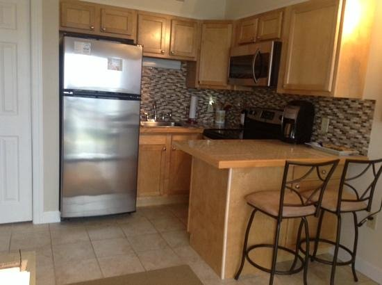 Cabana Suites: Kitchen area Cabana 105