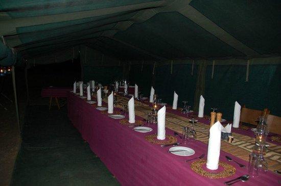 Pumzika Safari Camp: El comedor, otro lujo