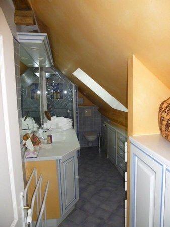 L'Hibernie: La salle de bains sous les combles (Attention aux grands!)