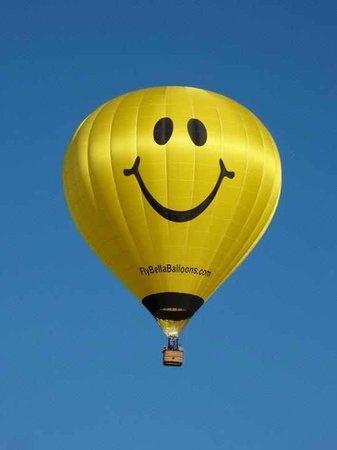 Bella Balloons Hot Air Balloon Co: Smiley Hot Air Balloon