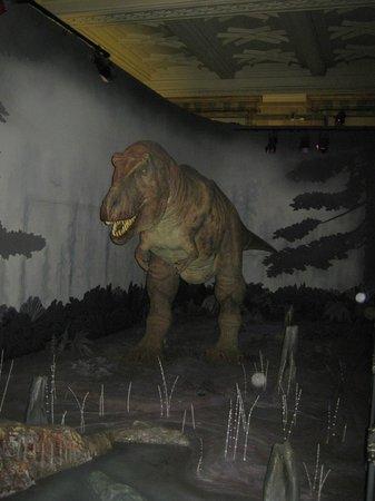 Natural History Museum: Двигающийся тиранозавр рекс в натуральную величину