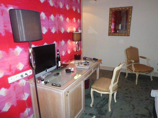Friday Hotel Prague: Un vino te espera para la noche....