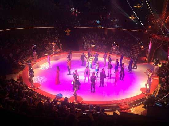 Cirque d'hiver Bouglione : More performers taking a bow