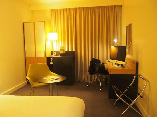 DoubleTree by Hilton Hotel Amsterdam Centraal Station: room