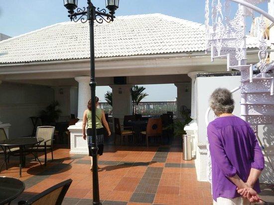 Radisson Blu Kochi: roof top bar and grill