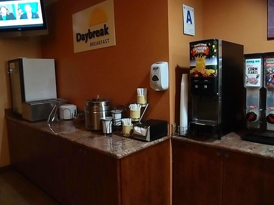 "Days Inn San Diego-East/El Cajon : ""Daybreak"" Breakfast is terrific complimentary value"