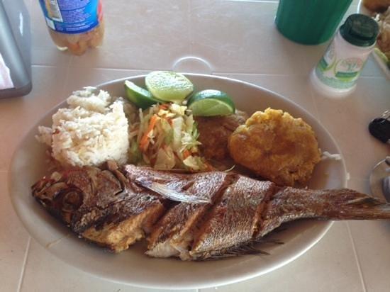 Cooperativa de Pescadores: pescado frito / Waffer H
