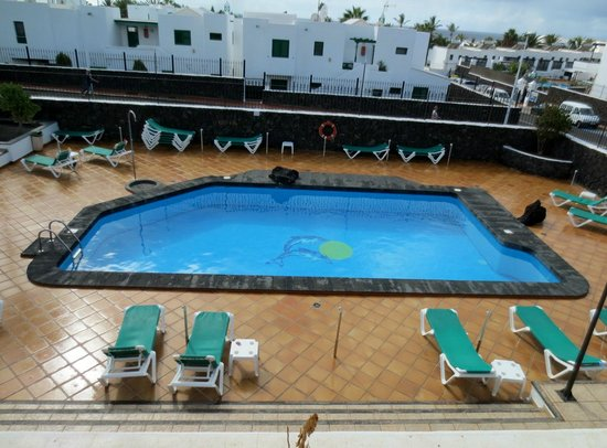 Princesa Ico Apartments: View of Pool from 1st floor apartment