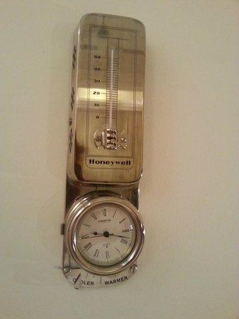 Hotel Rialto: термометр, он же кондиционер