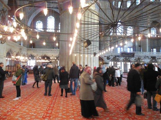 Blue Mosque: Здесь всегда много туристов