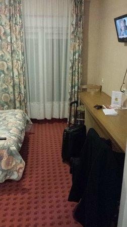 Hotel des Voyageurs : Une chambre. Déco années 80 garantie