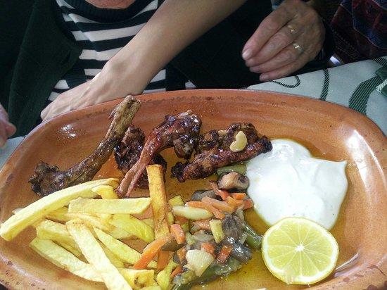 Meson Restaurante la Cantina: Chuletillas..aceitosas, insipidas y escasas