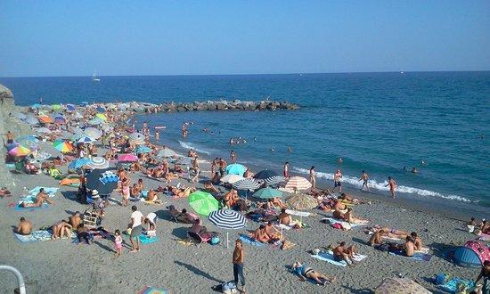 Villa Adele: Spiaggia libera di Piani di Celle Ligure