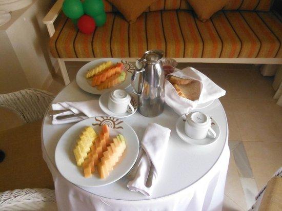 Luxury Bahia Principe Bouganville Don Pablo Collection: breakfast in room