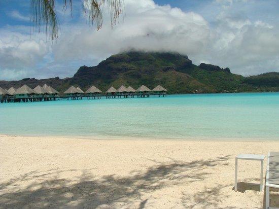 Le Meridien Bora Bora: Vue plage