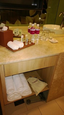 Crowne Plaza Changi Airport: Nice amenities, well presented