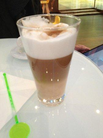 Pullman Paris Montparnasse : latte macchiato 8€!!! et même pas bon!!