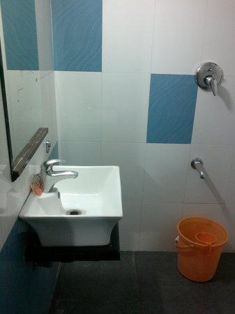 Annai Residence: Toilet view 2