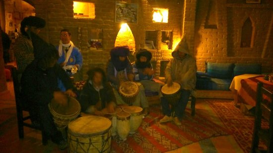 Auberge du Sud: Magic drums