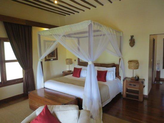 Neptune Ngorongoro Luxury Lodge : lovely bed