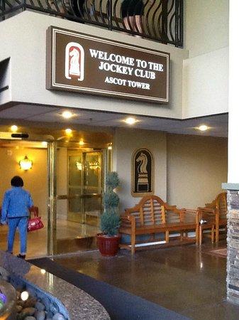 Jockey Club: entrada al hotel