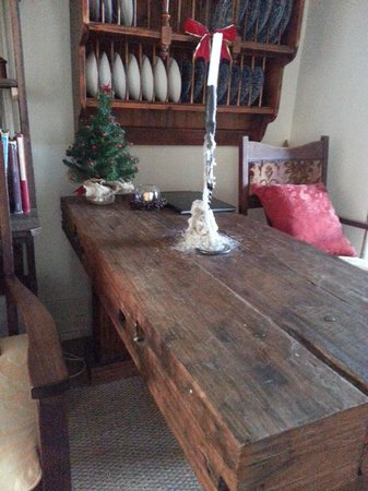 Alice's Cottages and Spa Hideaways : Sturdy table that served as dining and work table