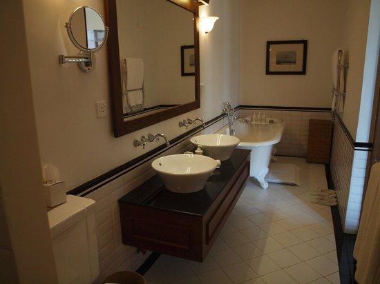 Ceylon Tea Trails : Our bathroom (Wyatt)