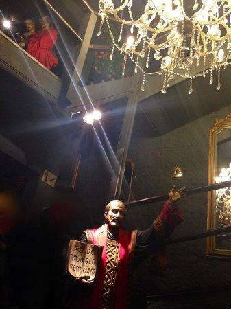 Raphael Restaurant : a peculiar vicinity