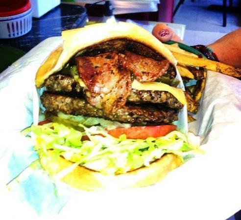 Hilltop Cafe: Bacon Cheese Burger