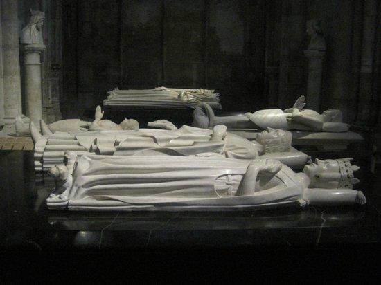 Basilica Cathedral of Saint-Denis: cenotafi
