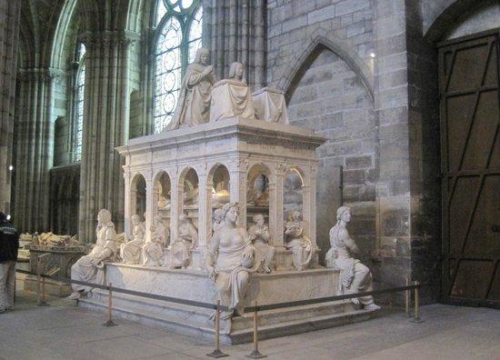 Basilica Cathedral of Saint-Denis: Una tomba reale